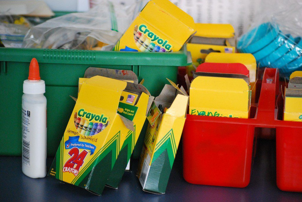 school-supplies-488381_1280