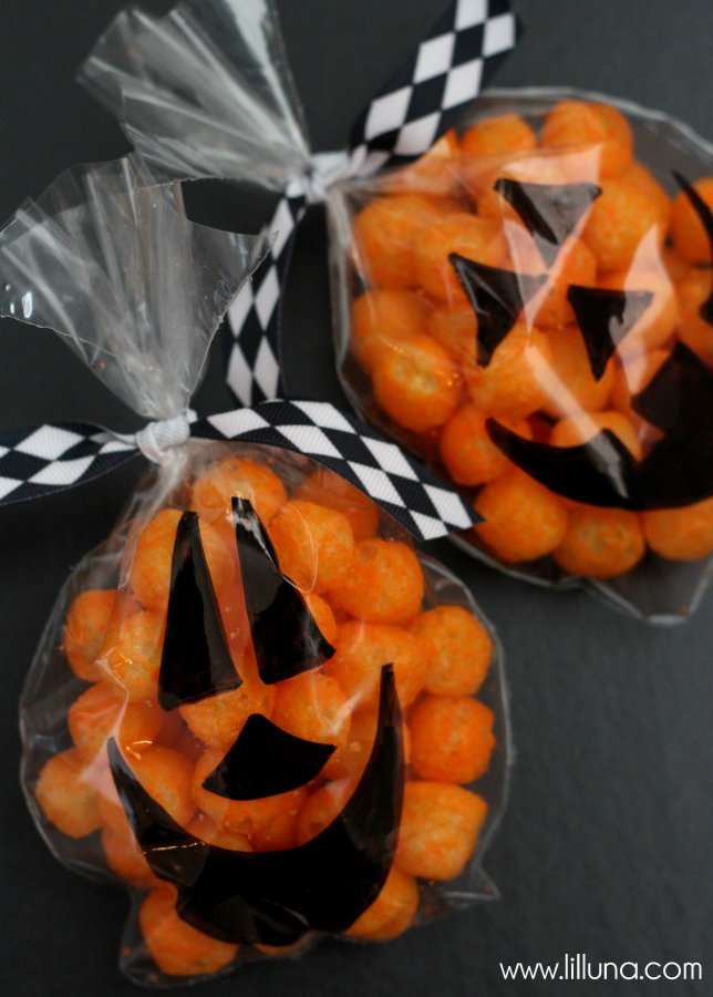 Easy-Halloween-Pumpkin-Treat-Bags