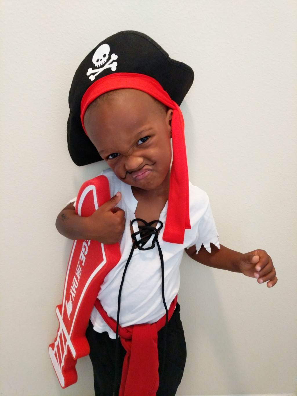 Diy kids halloween costumes that are easy to make on a budget kids pirate costume diy pirate costume for kids solutioingenieria