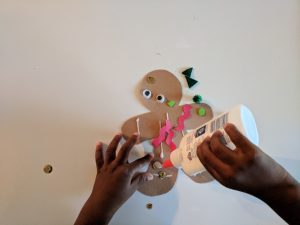 Five Things You Can Do To Entertain Your Kids on Christmas Break - Holiday Arts and Crafts