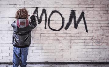 child spraypainting mom