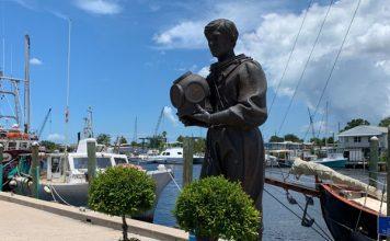 Sponge diver statue on the Tarpon Springs Sponge Docks