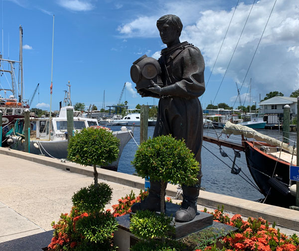 Sponge diver statue on the Tarpon Springs Sponge Docks