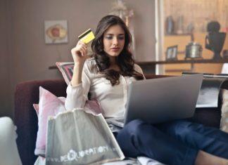 young brunette women online shopping